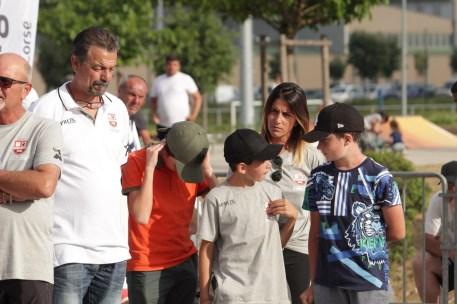 Les arrières petits enfants Luiggi à l'œuvre lors de la remise des trophées entourés par leur grand-père N. Luiggi.