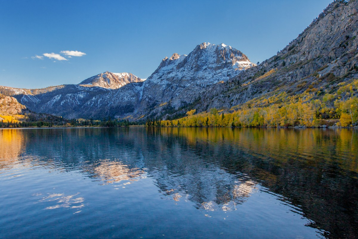 sierras-fall-colors-silver-lake-reflection