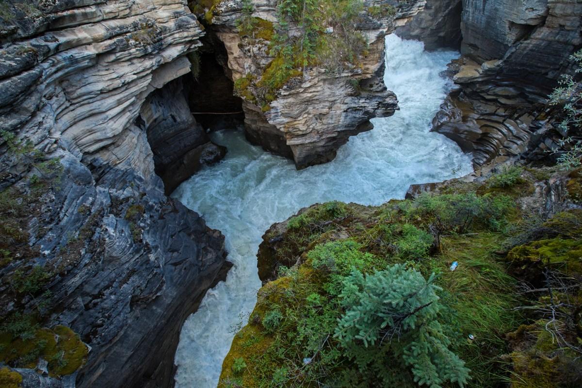 athabasca-falls-river-rocks-trash