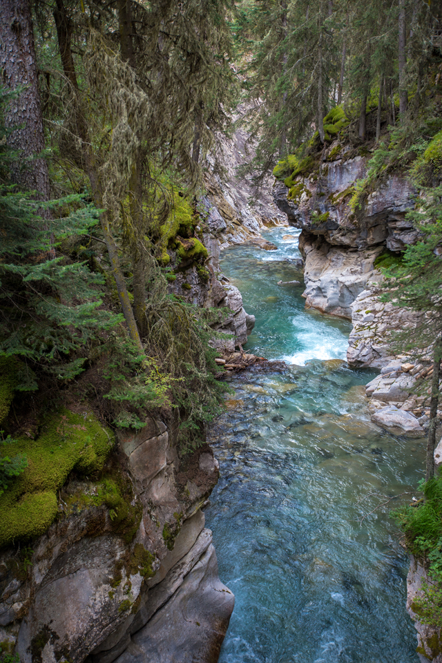 banff-johnston-canyon-water