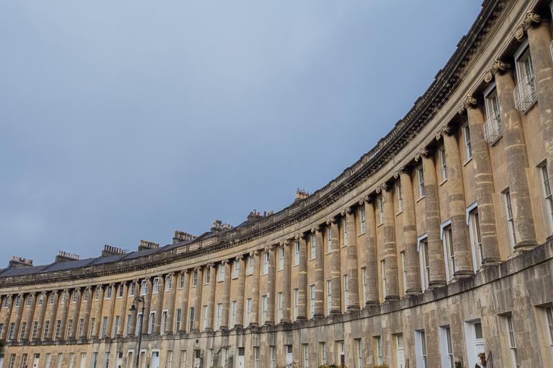 bath-royal-crescent-curved-buildings