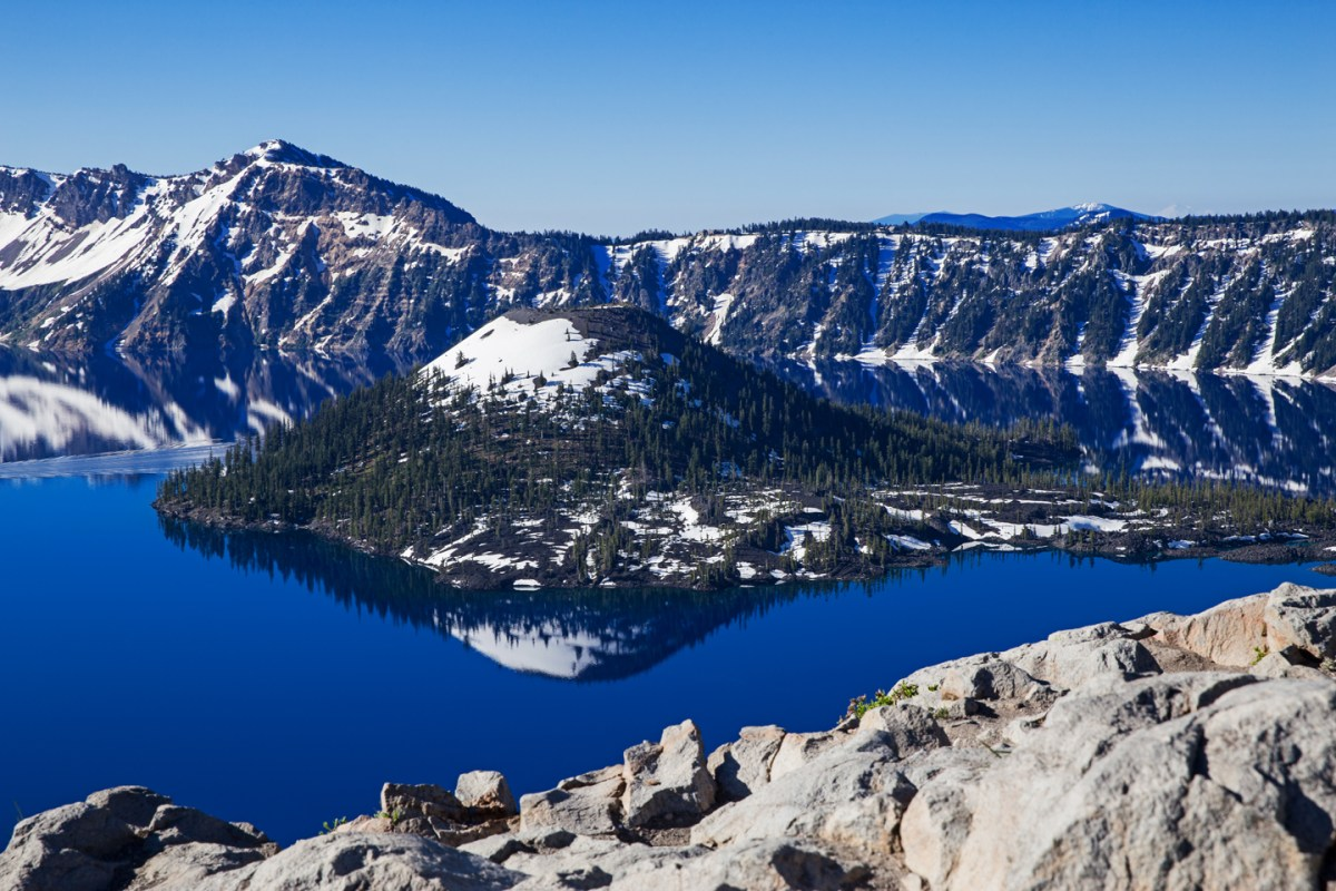 crater-lake-south-shore-morning-reflection-wizard-island