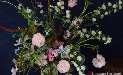 コデマリとバラのフラワーアレンジメント