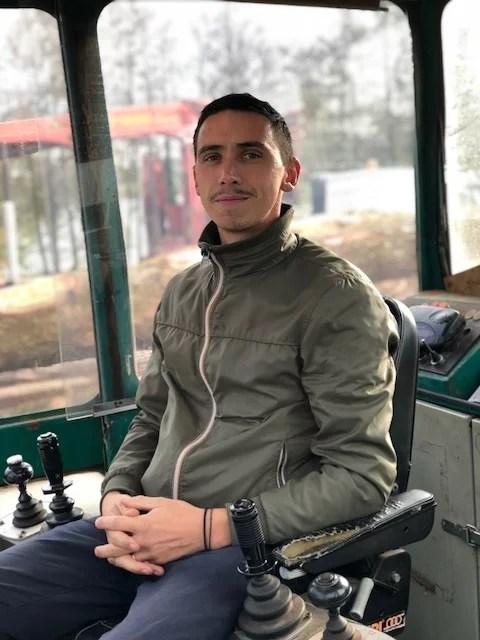 Charly salarié chez Bourdaud bois Conducteur de chariot de tronçonnage