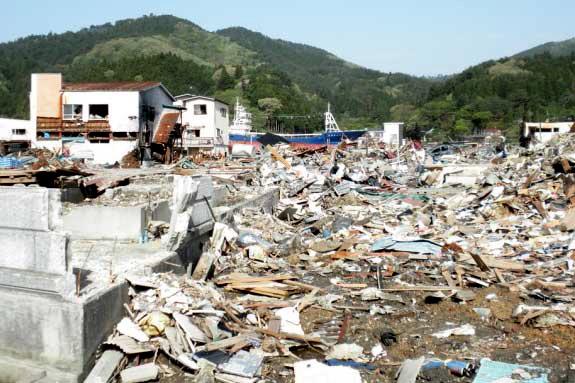 震災直後のがれき散乱の状況