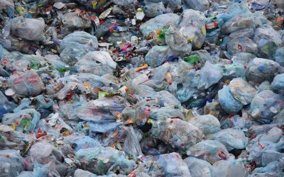 【地球温暖化】2019年日本のプラスチックゴミ輸出量は100万トンを15年ぶりに下回る