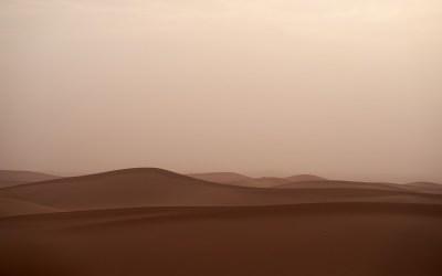 黄砂はどこから飛んでくる?色・大きさ・成分・何が危険なのか|影響と対策