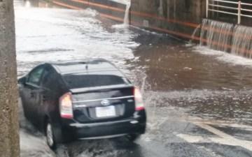 【防災】水害で車が水没した時のどうする?|タイヤの半分まで水に浸かる前に避難せよ