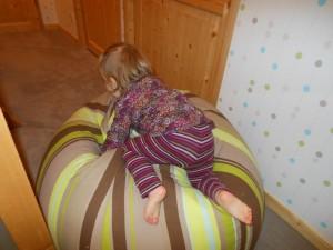 Bébé grimpe