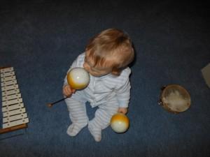 Activité Montessori : bébé musicien