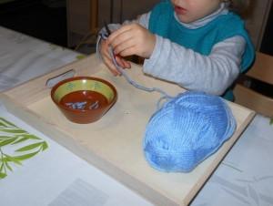 Pédagogie Montessori : découpage collage