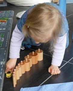 Pédagogie Montessori emboitements cylindriques