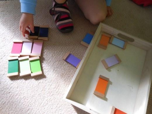 Pédagogie Montessori boite de couleurs