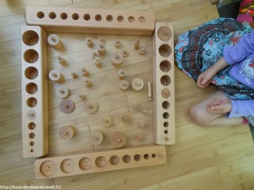 Activité Montessori emboitements cylindriques