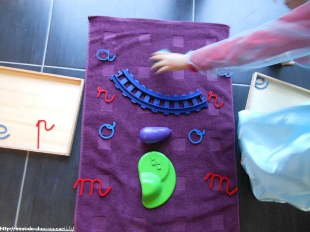 Activité Montessori : le son des lettres et les objets