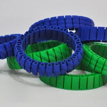 Pulseiras de plástico ABS.