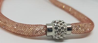 Collier résille detail