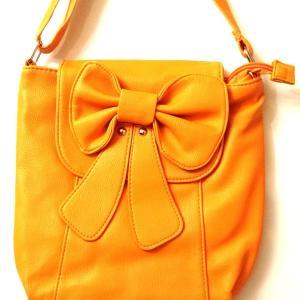 Sac bandoulière orange avec un nœud