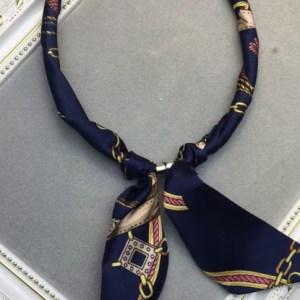 Collier foulard bleu