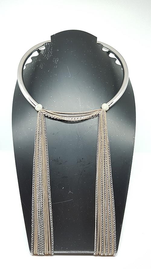 Collier chaînes fines presentoir