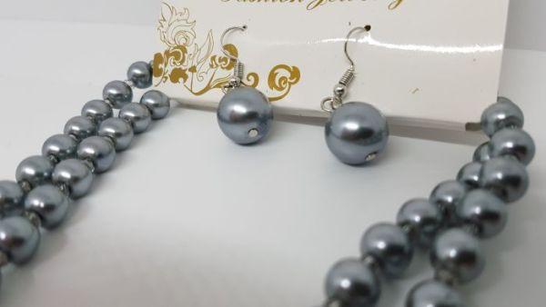Parure sautoir et boucles d'oreilles perles grises3