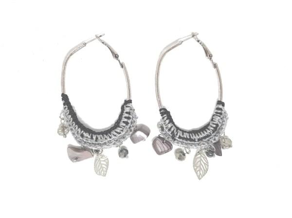 boucles d'oreilles pendantes grises