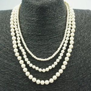 Collier cascade de perles blanches
