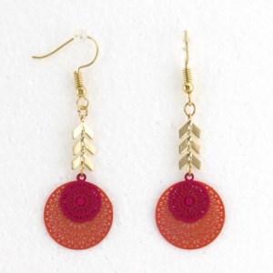Boucles d'oreilles métalliques filigrane fushia