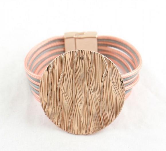 Bracelet multi cordons pièce métal