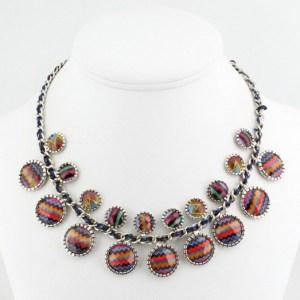 Collier ethnique acrylique multicolore