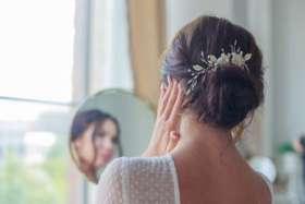 fleurir son chignon de mariage