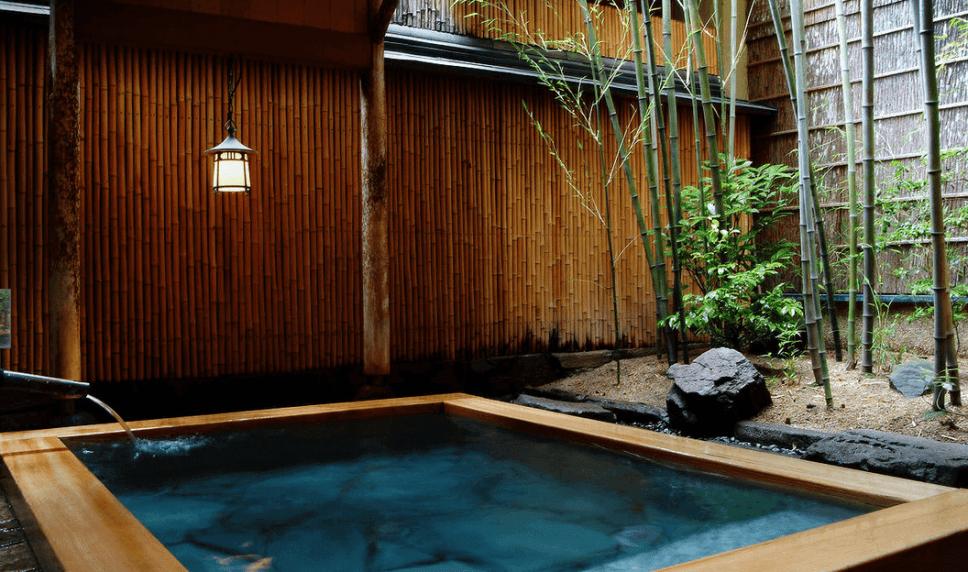Nishimuraya Honkan ryokan Kinosaki Onsen Japan outdoor bath