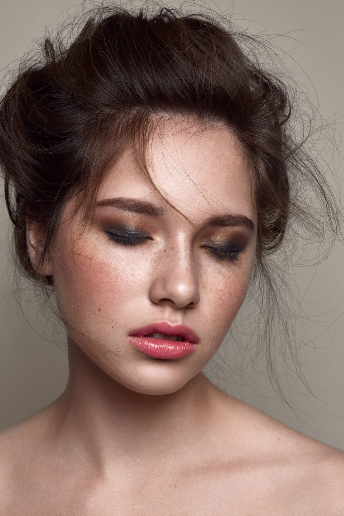 Boutique Retouching natural-makeup-nude-look-clean-pink-lips-messy-hair-retouch-retouching-russian-paris-model-1 Frecke Beauty