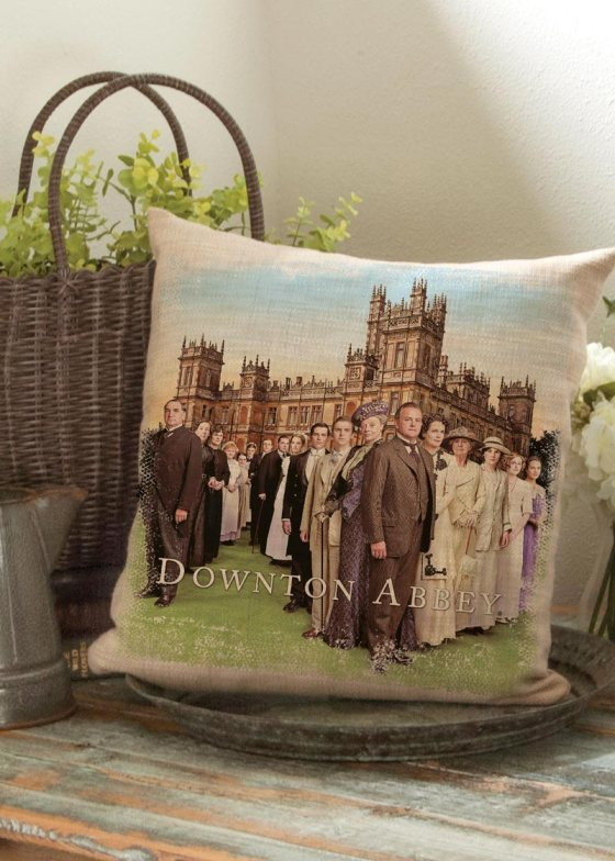 DowntonCast_PillowWovensHighclereAbbey1