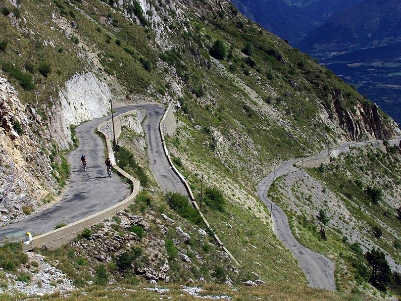Col de la Bonnette, France810