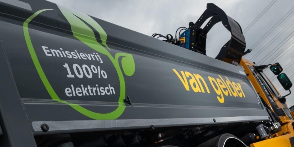 Vier elektrische vrachtwagens in gebruik genomen door Van Gelder