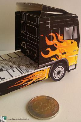 bouwplaat-papercraft-daf-xf-flames_12
