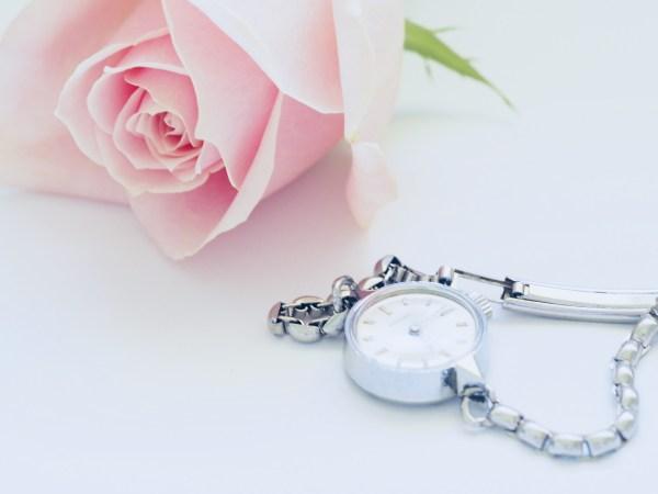 バラと腕時計