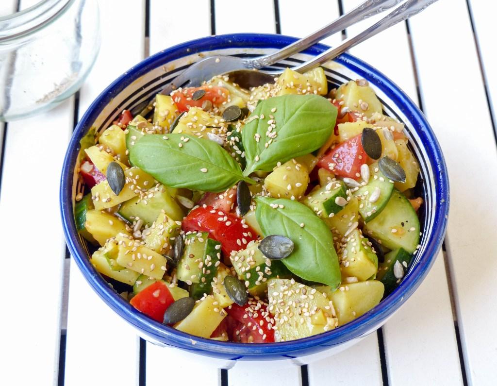 L1050853 LR 23 1024x795 - Lauwarmer Kartoffelsalat mit Gurke und Tomate