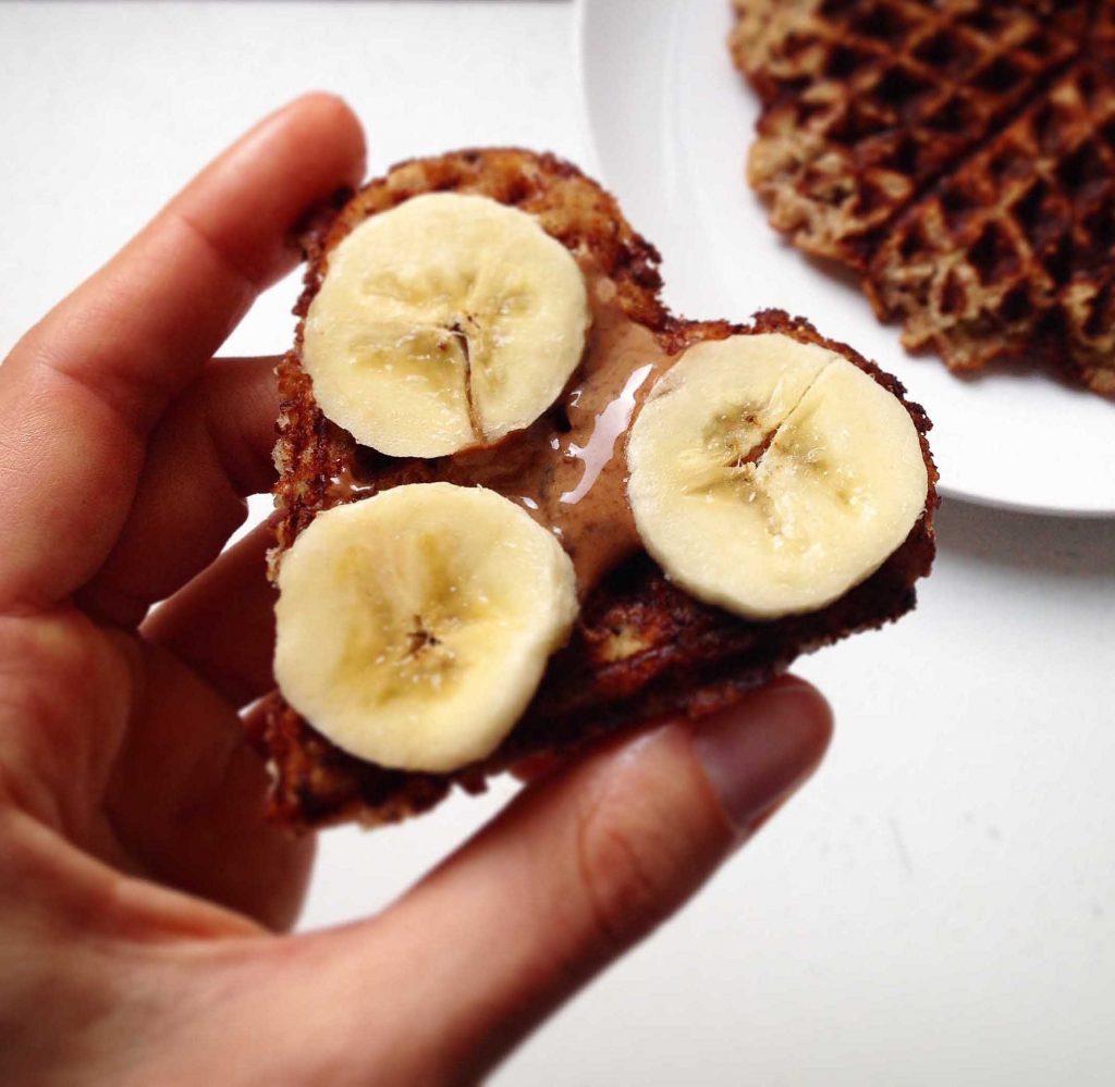 IMG 8408 1024x999 - Da gehen mir 5 Herzen auf: Hafer-Kokos-Waffeln (vegan, zuckerfrei, glutenfrei)