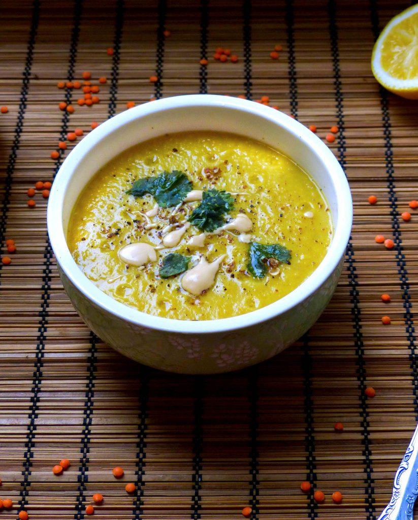 L1050853 LR 6 823x1024 - Linsen-Curry-Suppe mit Möhren, Kokosmilch und Schwarzkümmel