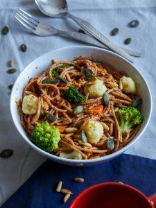 L1050853 LR 46 225x300 - Wie ihr eure Pesto Pasta gesund und nährstoffreich macht (in nur 5 Minuten!)