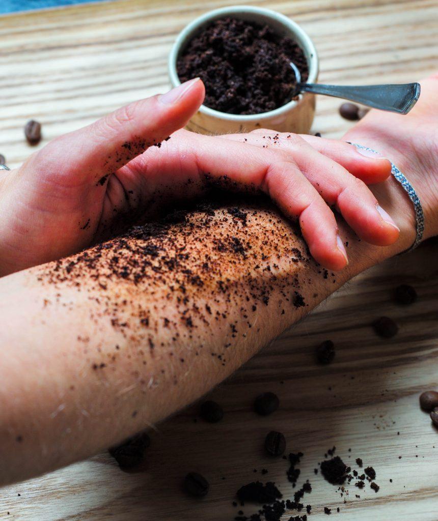L1050853 LR 154 860x1024 - Kaffeesatz Peeling: natürlich samtweiche Haut