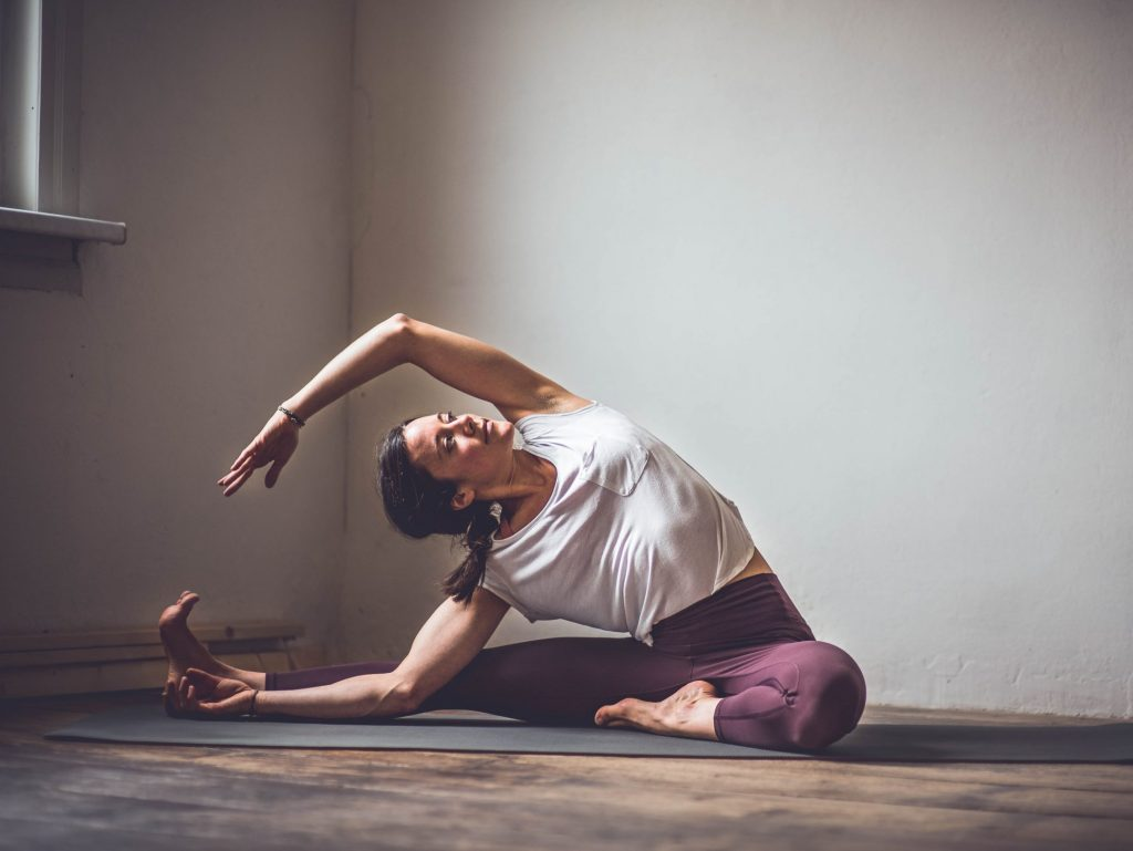 Anusara Yoga scaled e1610811438351 1024x769 - Mein Yoga Weg: Wie ich zum Yoga kam und zu meiner täglichen Praxis