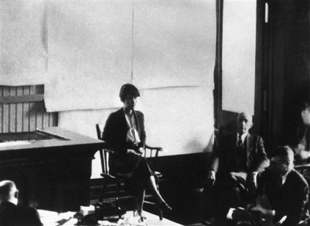 3 jan 35 - mrs lindbergh takes stand