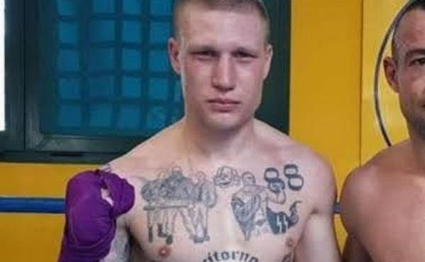 Polémica en Italia por boxeador con tatuajes nazis