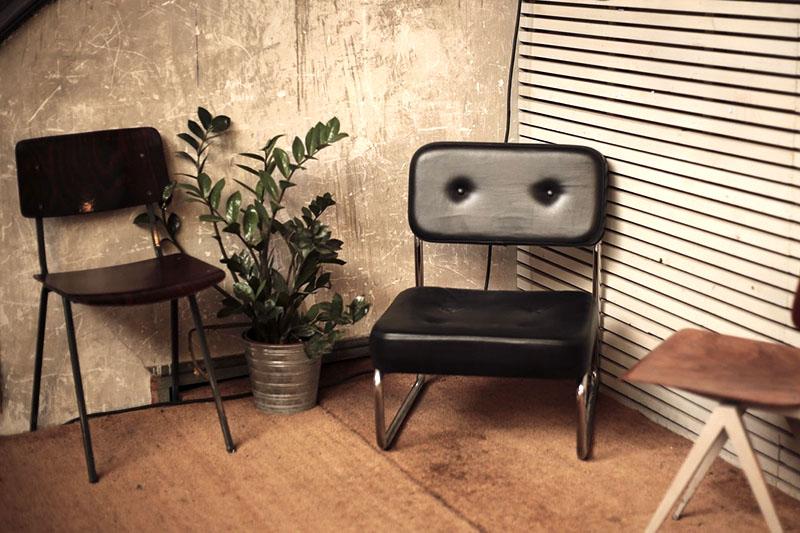 fauteuil salon industriel mur en beton