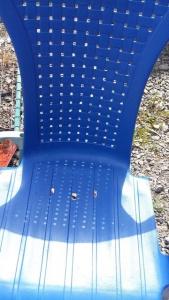 chaise en PVC peinte en bleu avec de la peinture pour PVC