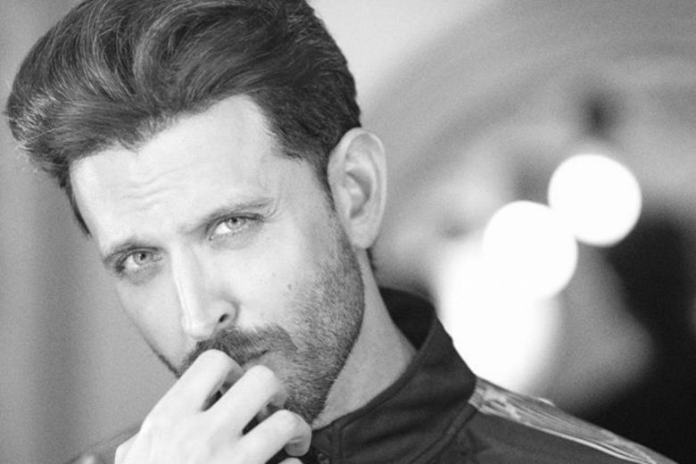 Hrithik Roshan Extends His Support To Paparazzi During This Lockdown; Thanked For His Generosity