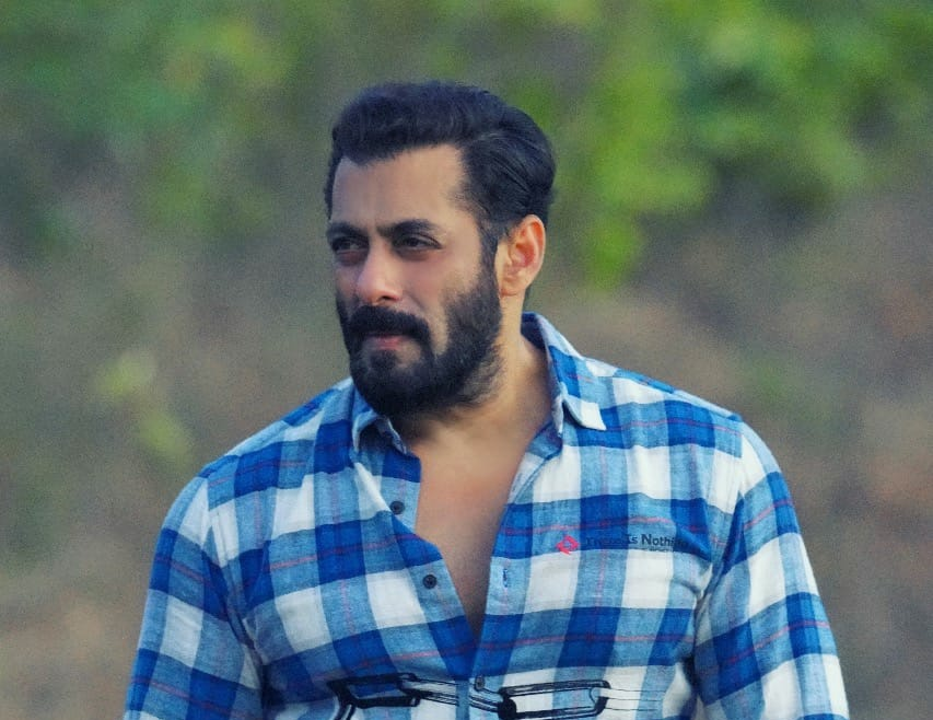 Covid-19: Salman Khan Donated 1 lakh Sanitizers To Mumbai Police From His Brand FRSH